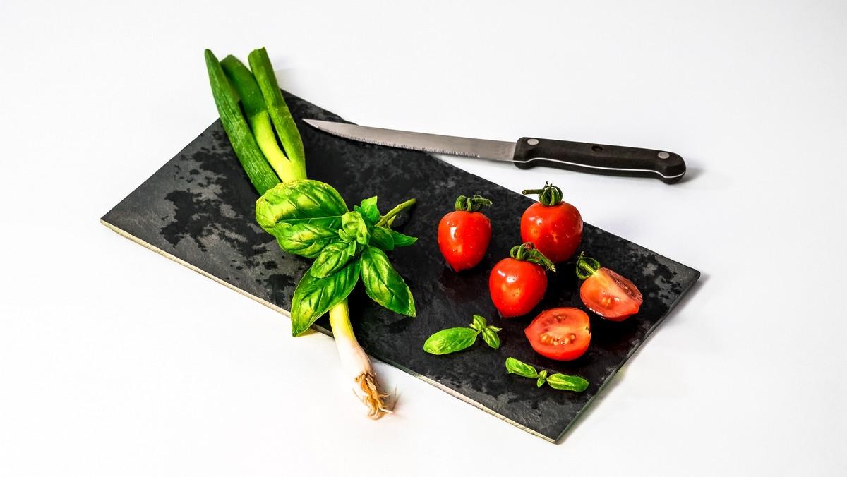 Plný talíř zeleniny jako startovací bod redukční diety.