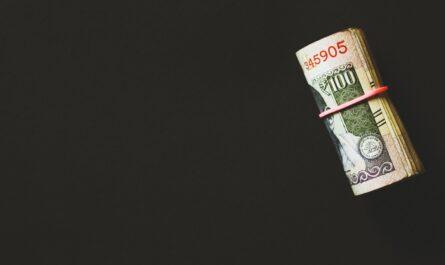 Svazek bankovek ve formě půjčky, který o Vás mohou připravit registry dlužníků.