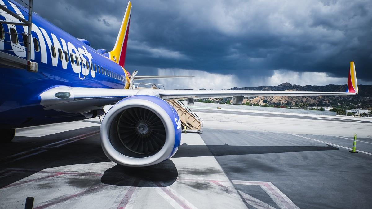Vzdušný obr v podání velkého dopravního letadla.